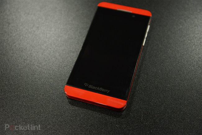 Red BlackBerry Z10 limited edition pictures and hands-on - photo 9