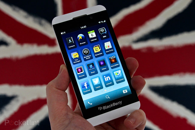 White BlackBerry Z10 pictures and hands-on - photo 1