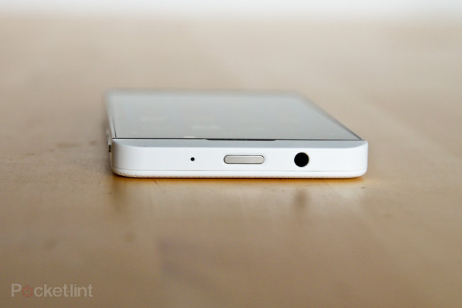 White BlackBerry Z10 pictures and hands-on - photo 5