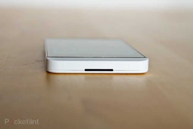 White BlackBerry Z10 pictures and hands-on - photo 7