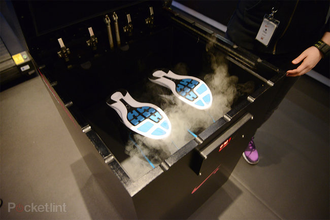 Nike Steaming Lounge: Shoes that fit like a glove - photo 3