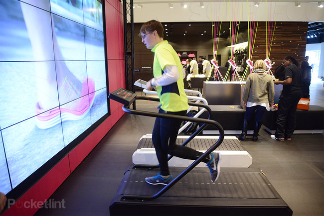 Nike Steaming Lounge: Shoes that fit like a glove - photo 5