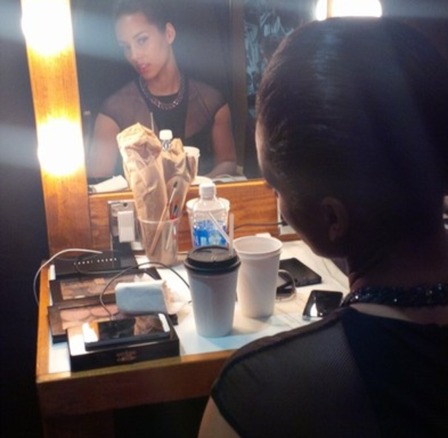BlackBerry Creative Director Alicia Keys tweets from her iPhone - photo 4
