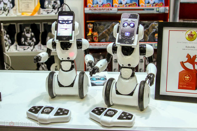 WowWee RoboMe: iPhone controlled robot that lets you call home - photo 2