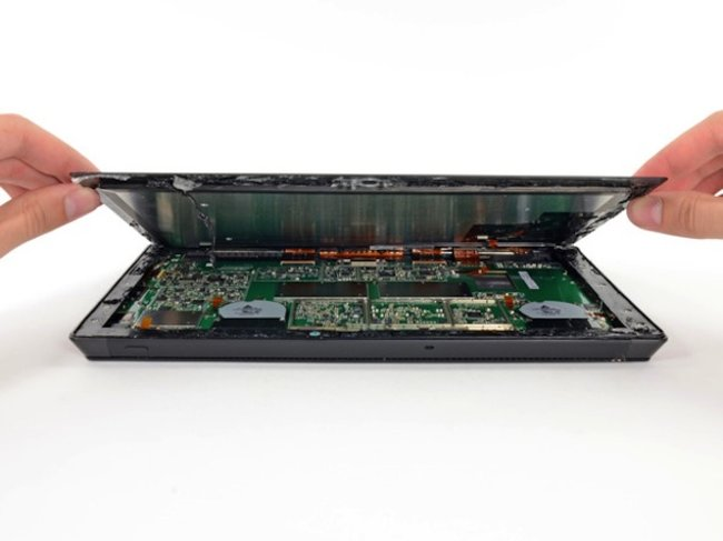Microsoft Surface Pro teardown reveals little repairability, scores a 1 out of 10 - photo 1