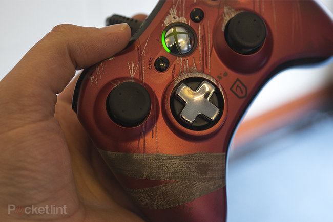 Tomb Raider limited edition Xbox 360 controller pictures and hands-on - photo 2