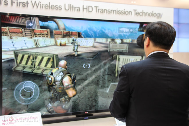 Hands-on: LG shows off 4K UHD wireless streaming from phone to TV at MWC - photo 3
