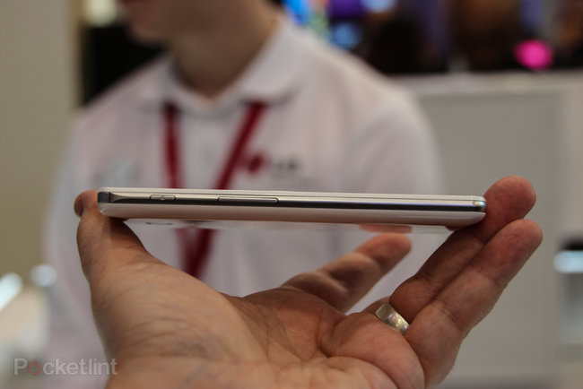 LG Optimus F Series pictures and hands-on: F7 and F5 - photo 7