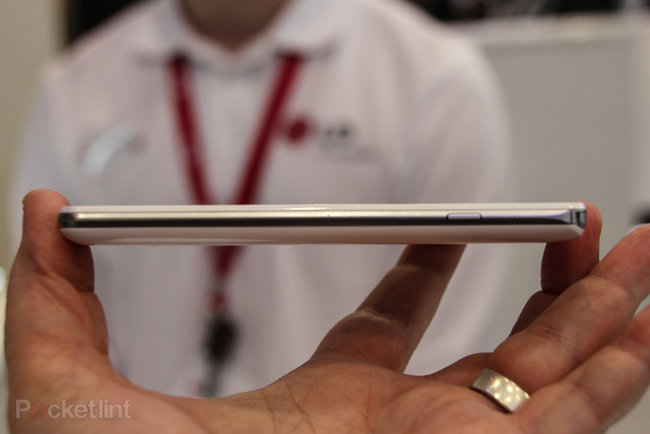 LG Optimus F Series pictures and hands-on: F7 and F5 - photo 9