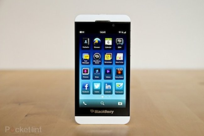 BlackBerry Twitter and LinkedIn apps updated with necessary fixes - photo 1