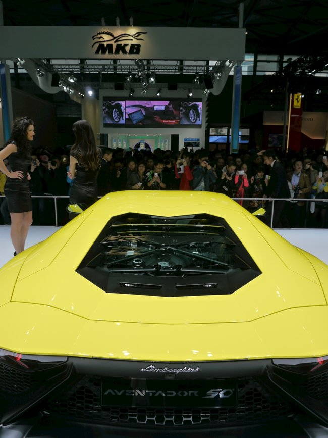 Lamborghini Aventador LP720-4 50° pictures and eyes-on - photo 3