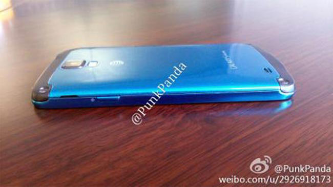 Samsung Galaxy S4 Active photographed in Arctic blue - photo 2