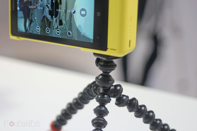 Nokia Lumia 1020 accessories: hands-on with charging shell, grip and mount - photo 19