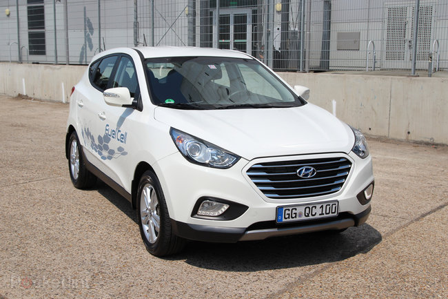Driving the Hyundai ix35 Fuel Cell: The world's first production hydrogen fuel cell car - photo 7