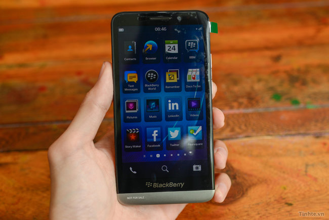 BlackBerry A10 hands-on pictures and video appear online, look to be the real deal - photo 1