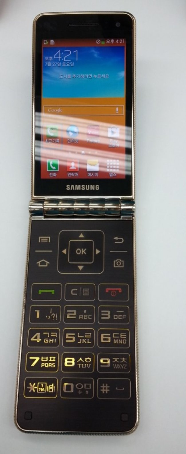 Samsung Galaxy Folder images leaked, revealing Android flip phone with dual displays - photo 2