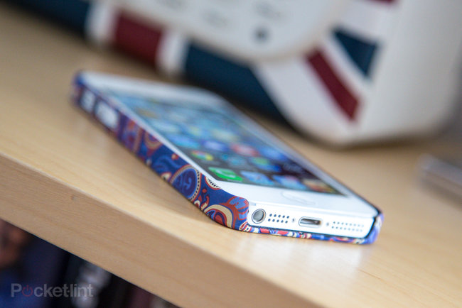 Pretty Green Paisley iPhone 5 Cases pictures and hands-on - photo 1