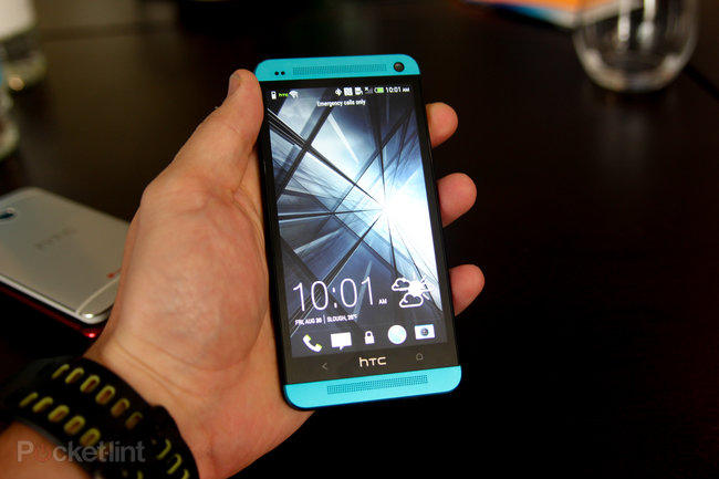 Blue HTC One and blue HTC One Mini pictures and hands-on - photo 9