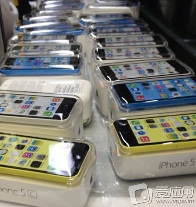 More iPhone 5C pictures surface, surely the real deal? - photo 3