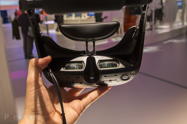 Sony HMZ-T3W head-mounted display hands-on: wearable tech takes a turn towards madness - photo 3