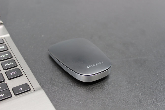 Logitech Ultrathin Touch Mouse gets a literal hands-on - photo 1
