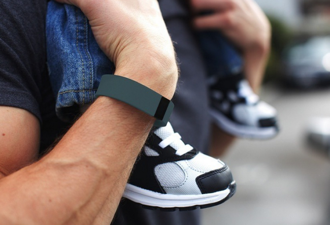 Fitbit Force promo images surface, showing off tracker's digital watch and altimeter - photo 5