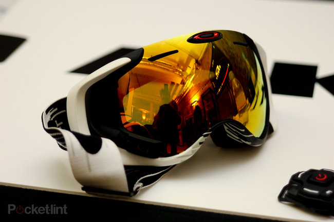 Oakley Airwave 1.5 goggles deliver heads-up display for the slopes - photo 1