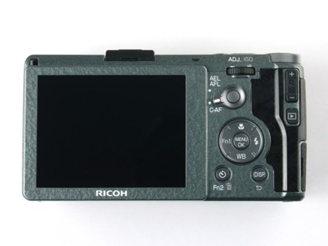 Ricoh GR goes limited edition with green 'wave-patterned' body, only 5,000 available - photo 3