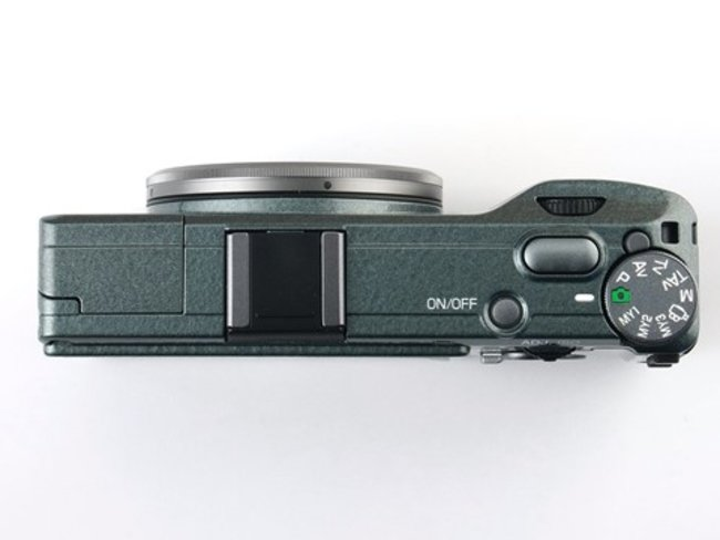 Ricoh GR goes limited edition with green 'wave-patterned' body, only 5,000 available - photo 4