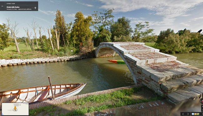 Google Street View now includes the canals of Venice: Man + gondola = watery fun - photo 2