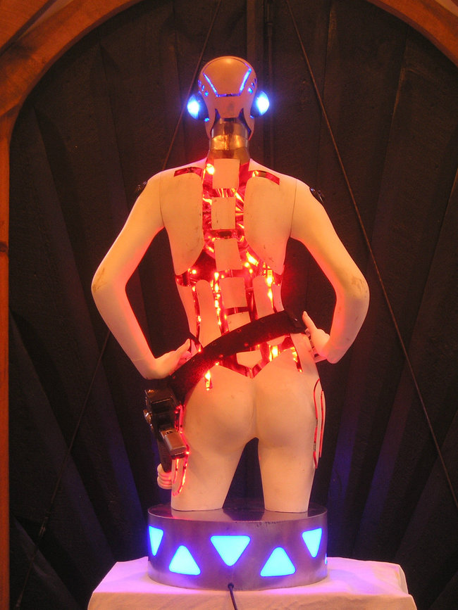 Hoping for an iPhone dock this Christmas, how about a life-size flashing Robot Girl? - photo 3