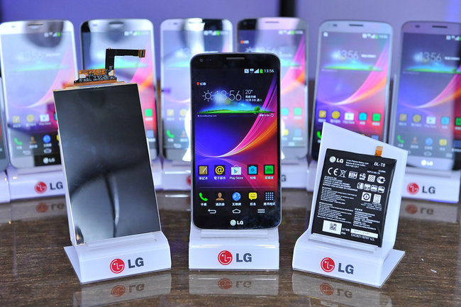 LG G Flex curved OLED smartphone starts global rollout: UK soon to be announced - photo 2