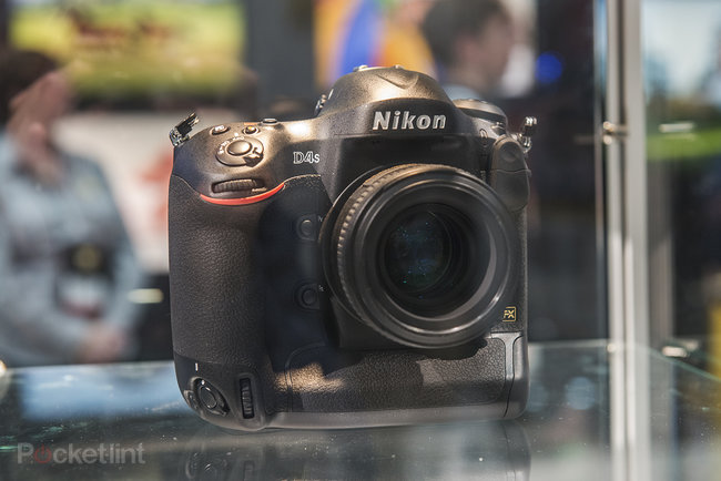 Nikon D4S in pictures: Top-spec camera eyed behind glass at CES trade show - photo 1