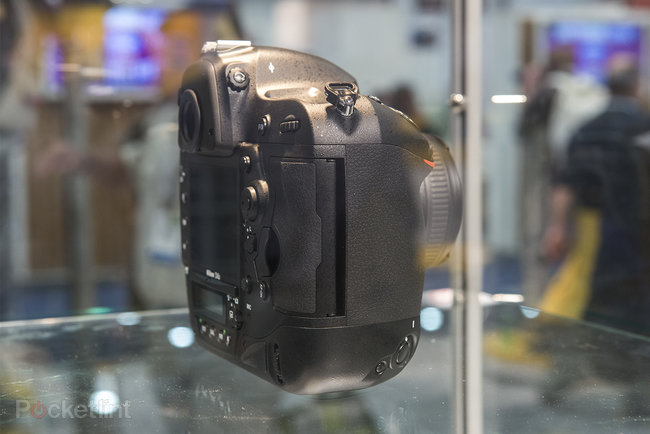 Nikon D4S in pictures: Top-spec camera eyed behind glass at CES trade show - photo 3
