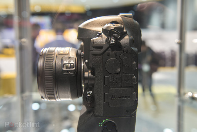 Nikon D4S in pictures: Top-spec camera eyed behind glass at CES trade show - photo 6
