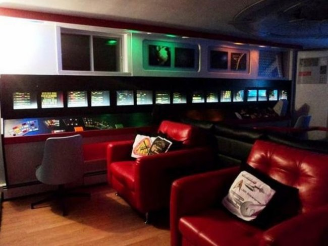 Obsessed Star Trek fan spends £18,000 to transform basement into Starship Enterprise - photo 3