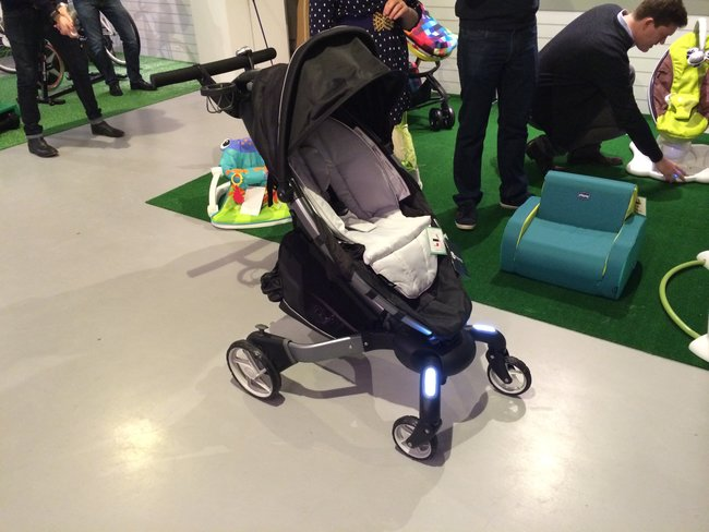 4moms Origami baby buggy comes with headlights, trip counter and more (video) - photo 1