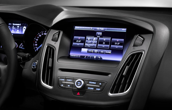 Ford Focus 2014 first to hit Europe with SYNC 2 voice-activated in-car tech - photo 9