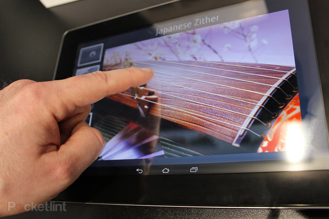 Fujitsu ultrasonic haptic tablet pictures and hands-on - photo 2