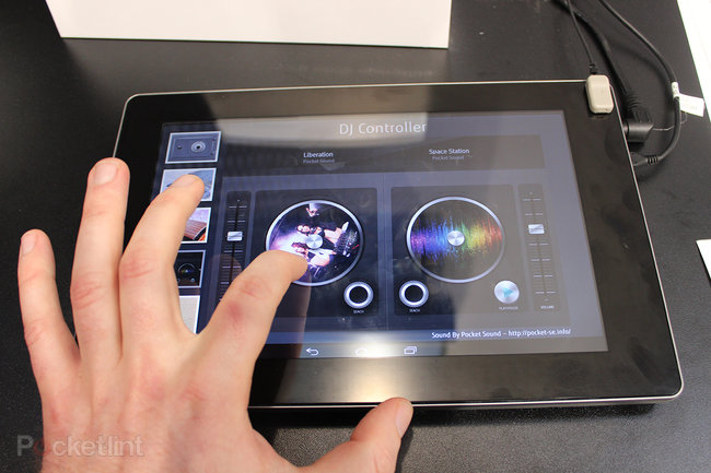 Fujitsu ultrasonic haptic tablet pictures and hands-on - photo 4