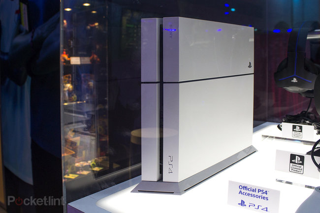 Sony PlayStation 4 Glacier White in pictures - photo 1