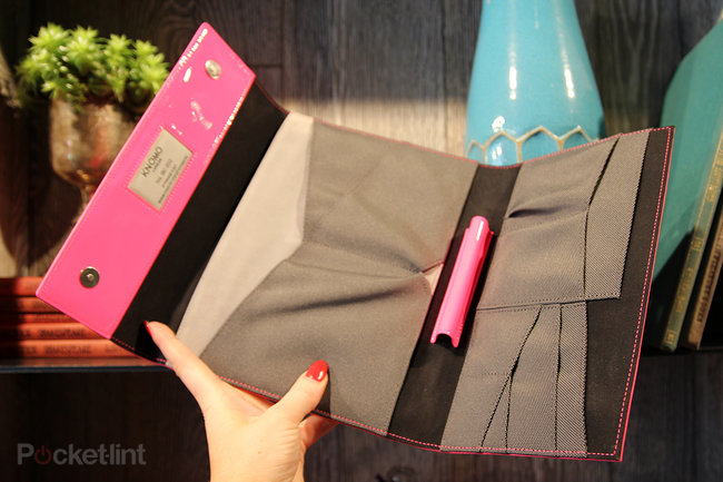 Hands-on: The Knomo Knomad will carry all your gadgets and still look good - photo 2