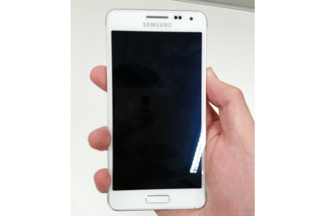 Metal Samsung Galaxy Alpha leaks in clearest photos yet - photo 2