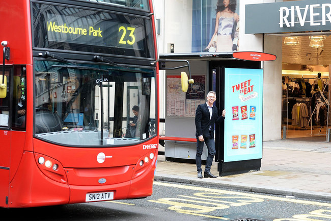 Get free Walkers crisps for tweets from bus stop vending machines - photo 4