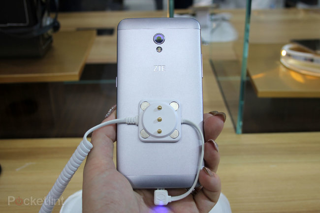 ZTE Blade V7: All about that metal, that metal, no plastic - photo 2