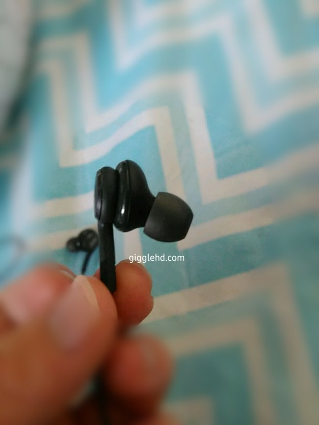 Real life images of Samsung's AKG headphones confirm 3.5mm jack - photo 5
