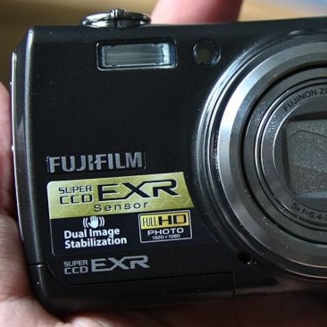 Fujifilm FinePix F200EXR digital camera - photo 1