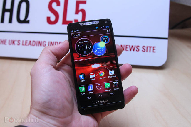 Motorola Droid Razr M   - photo 4