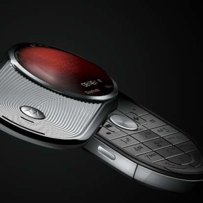 Motorola launches high-end AURA - photo 1