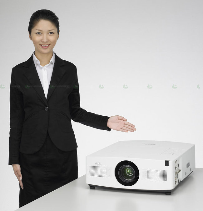 Sanyo shows off PLC-XTC50L projector  - photo 3